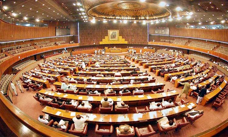Chaos in Pakistan Parliament; lawmakers hurl abuses